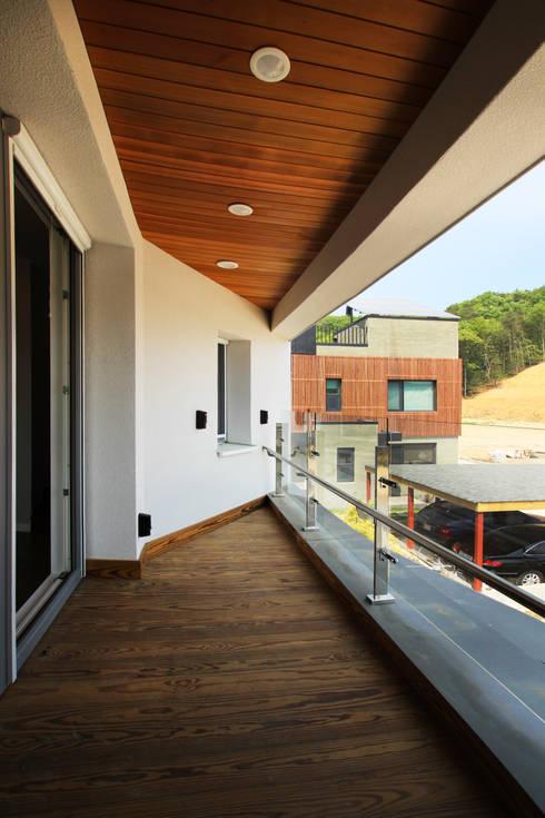 Terrace by 로이하우스
