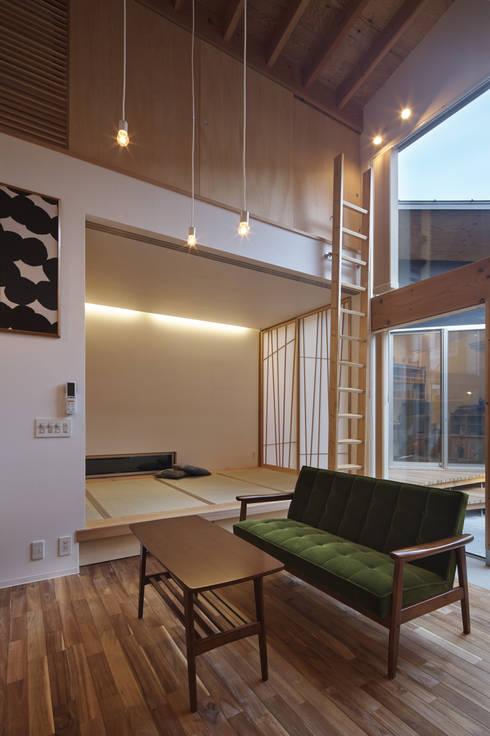 Divide: 建築設計事務所SAI工房が手掛けたリビングルームです。