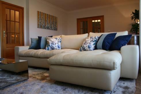 Texteis: Sala de estar  por Palma Interiores