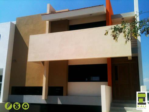 2 Place On Bridge (Construir en un Puente): Casas de estilo moderno por KALI diseño.MX
