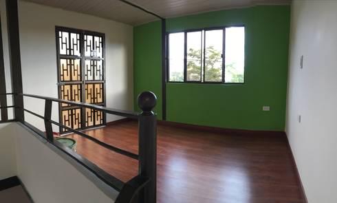 Casa movil modular PULHE: Espacios comerciales de estilo  por Pulecio Morris sas