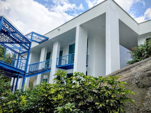 Casa Sasaima : Casas de estilo moderno por Vertice Oficina de Arquitectura