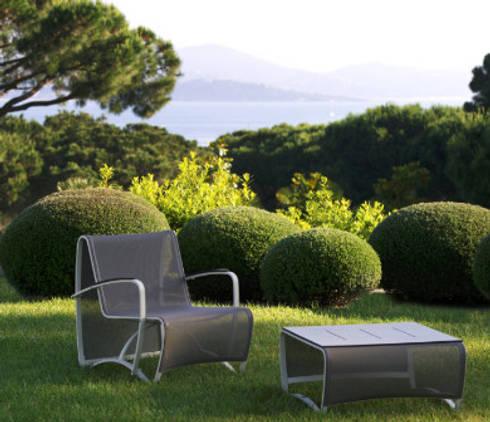 SILLON INDIVIDUAL : Balcones y terrazas de estilo minimalista por SINDO OUTDOOR