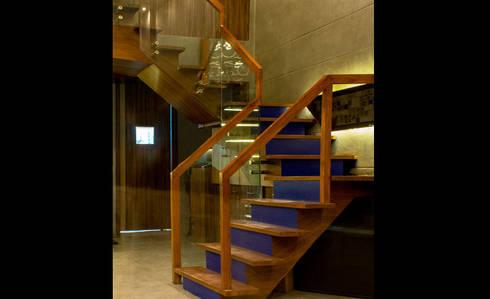 Admission Lounge:  Corridor, hallway & stairs  by StudioEzube