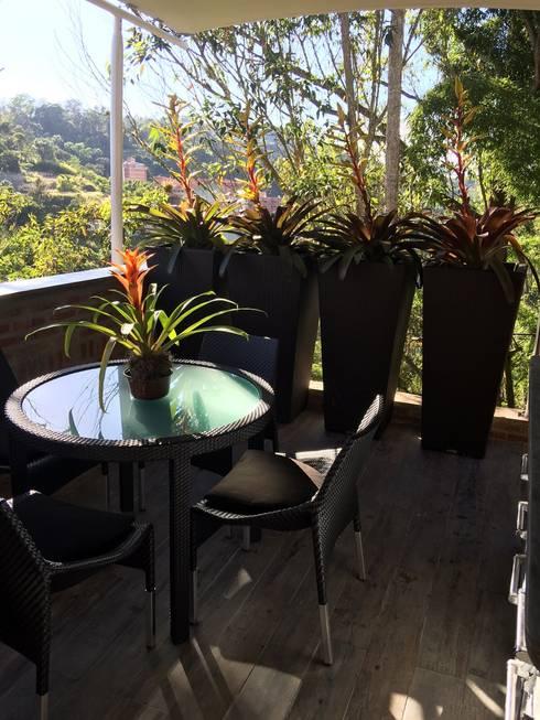 Terraza Oripoto: Terrazas de estilo  por THE muebles