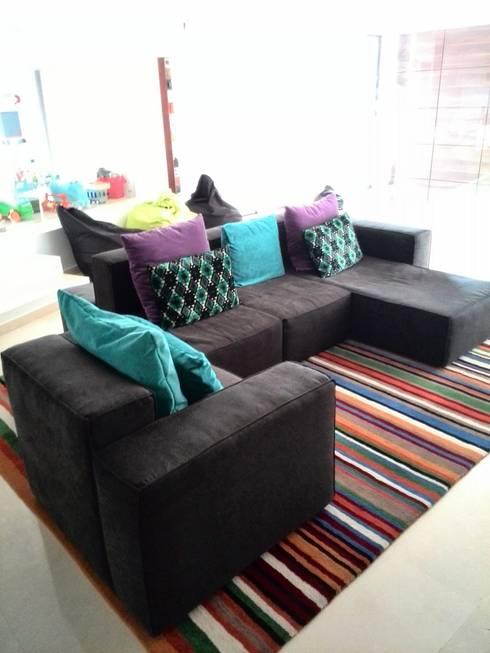 Proyecto Área Living: Salas / recibidores de estilo moderno por THE muebles