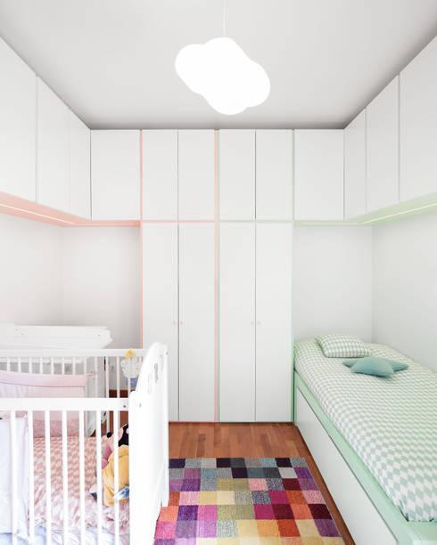 Apartamento Terraços da Ponte: Piscinas modernas por Estúdio AMATAM