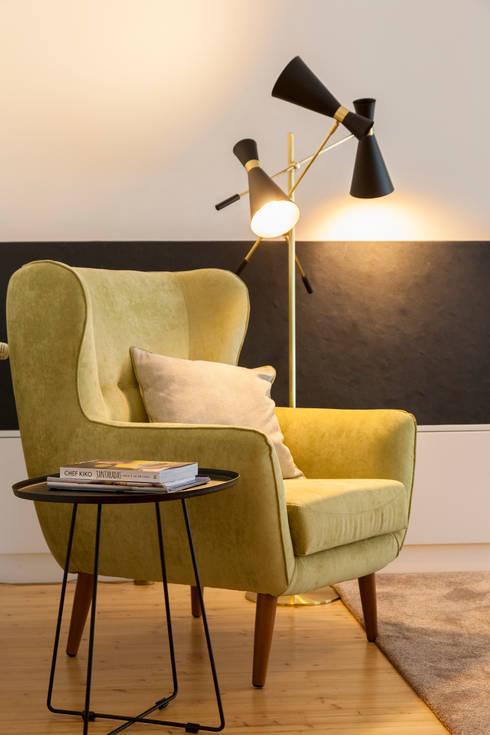 Moradia em Cascais: Sala de estar  por Traço Magenta - Design de Interiores