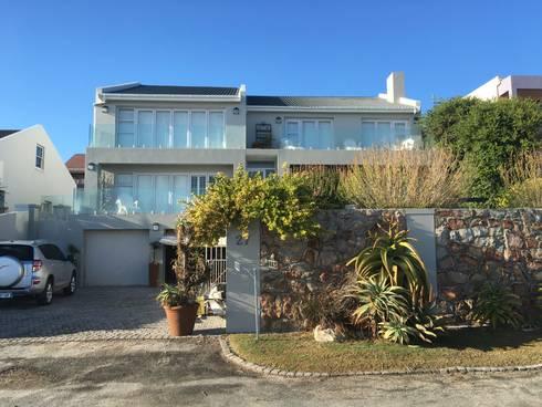 De Kelders Residence Hermanus Western Cape: modern Houses by CS DESIGN