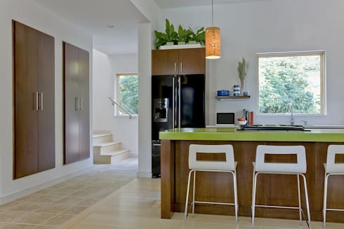 Kitchen island, floating pantry, and stairs to second level: modern Kitchen by ZeroEnergy Design