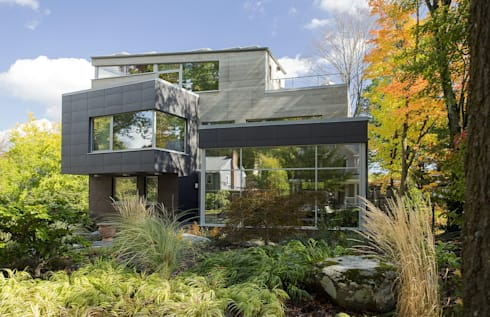 Super-insulated modern green home: modern Houses by ZeroEnergy Design