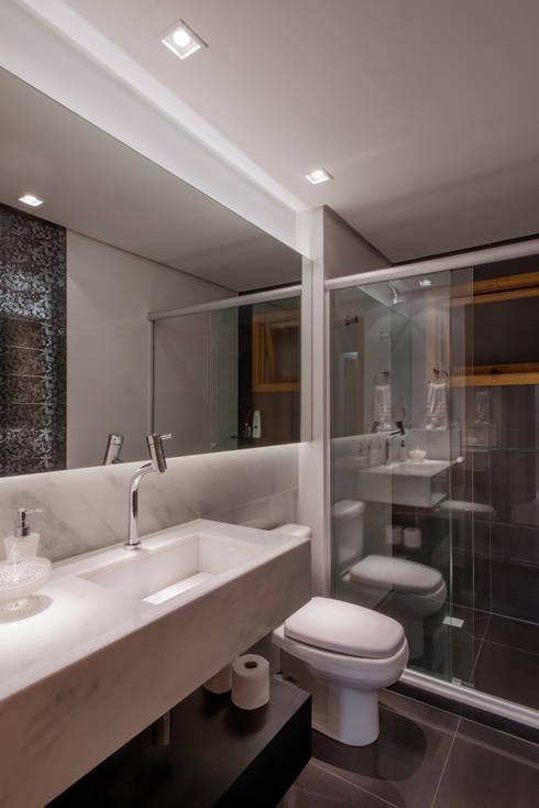 Banho Social: Banheiros  por C. Arquitetura