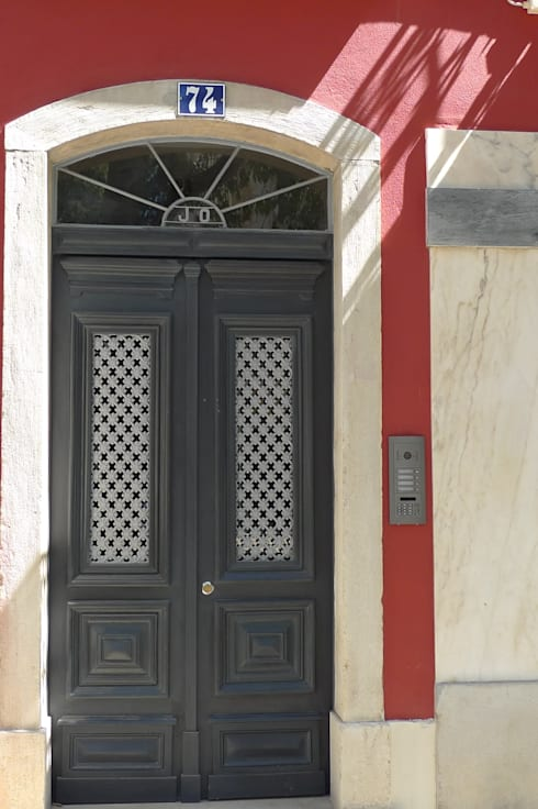 Porta de Entrada ARH: Janelas   por QFProjectbuilding, Unipessoal Lda