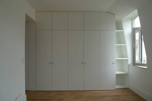 Armarios ARH: Closets modernos por QFProjectbuilding, Unipessoal Lda
