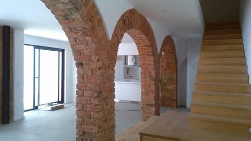 Apartment refurbishment – Estefânea, Lisbon 2016: Cozinhas industriais por QFProjectbuilding, Unipessoal Lda