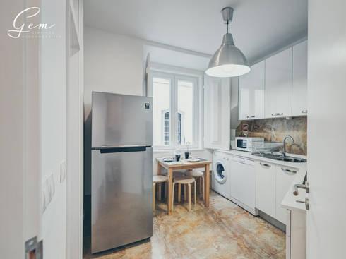 Casa Pombalina: <q>de velho a novo</q>.: Cozinhas rústicas por Obrasdecor