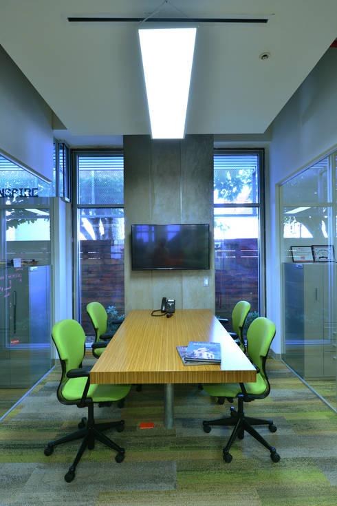 Sala de Juntas TH4:  de estilo  por HADVD Arquitectos
