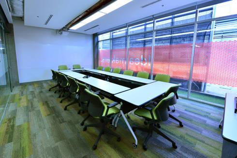 Sala de conferencias:  de estilo  por HADVD Arquitectos