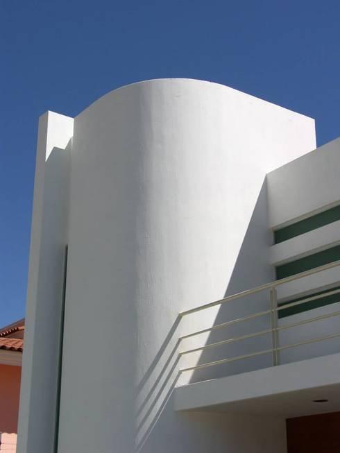 Casa Palomar: Casas de estilo clásico por Bojorquez Arquitectos SA de CV