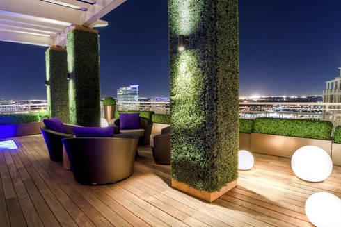 Roof Garden: Bares y discotecas de estilo  por Ranka Follaje Sintético