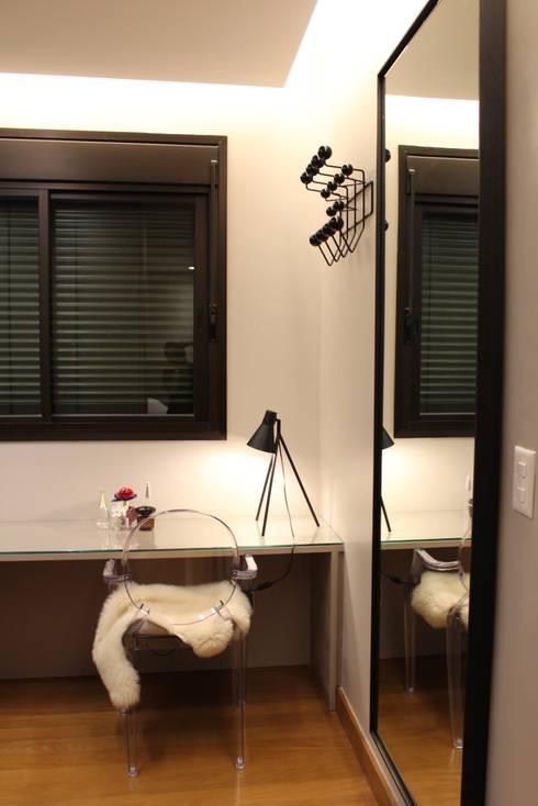 Dressing room by Ocapi Arquitetura