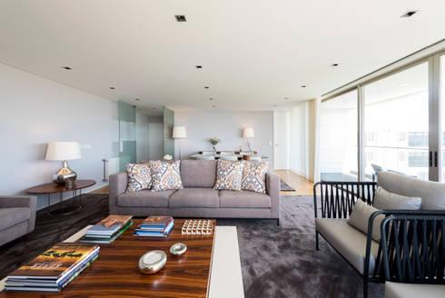 Home with a View: Salas de estar modernas por Filipa Cunha Interiores