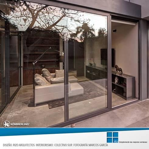Confort Urbano: Puertas y ventanas de estilo moderno por Ventanas Exclusivas Guadalajara