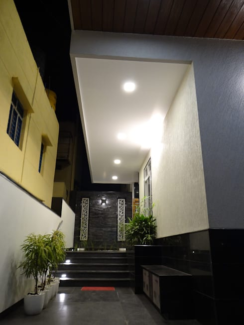 Entrance: modern Houses by Hasta architects