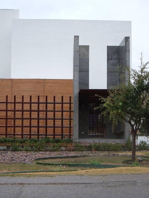 Casa Villegas: Casas de estilo minimalista por Atelier X