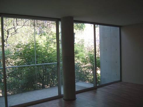 Edificio de departamentos en la Condesa: Salas de estilo minimalista por Atelier X