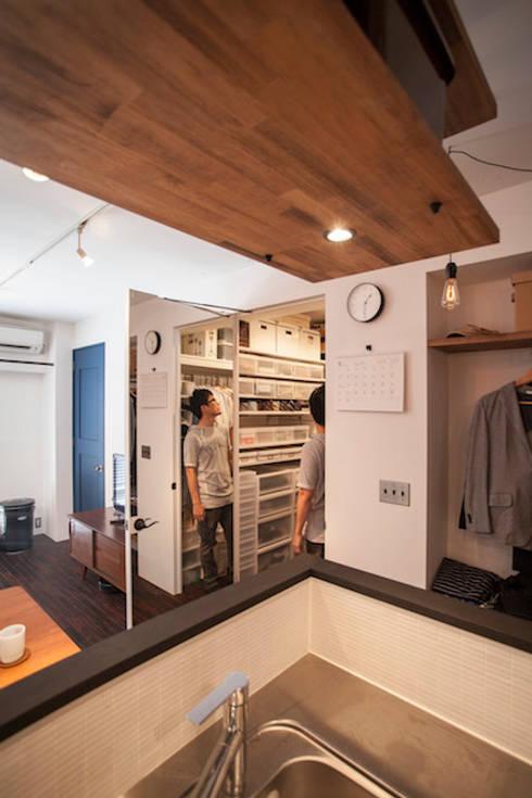 Projekty,  Garderoba zaprojektowane przez 株式会社ブルースタジオ