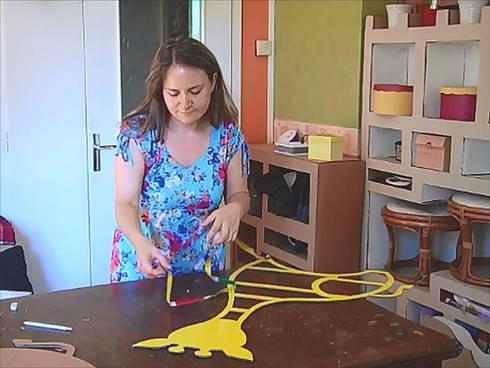 la girafe meuble en carton par les cartons de sophie homify. Black Bedroom Furniture Sets. Home Design Ideas