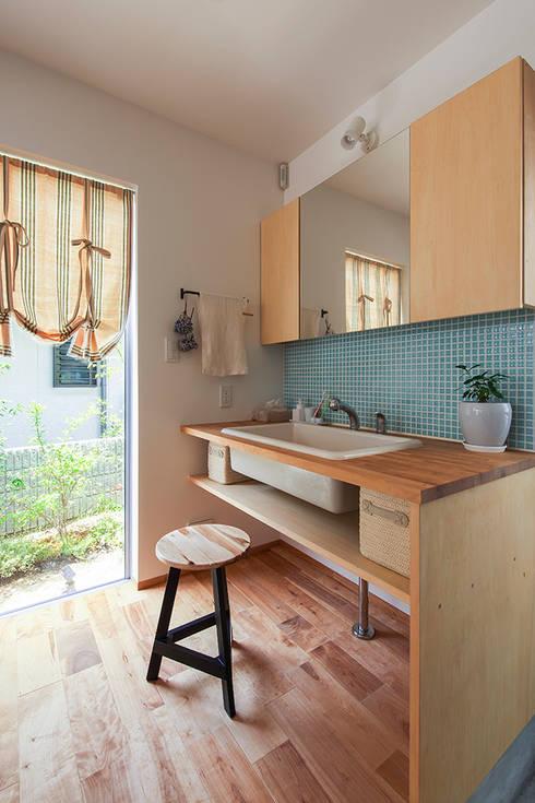 Projekty,  Łazienka zaprojektowane przez 祐建築設計事務所
