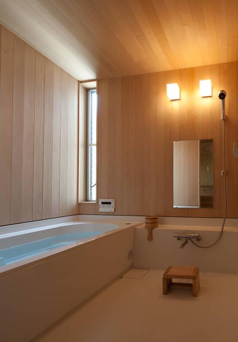 modern Bathroom by 水石浩太建築設計室/ MIZUISHI Architect Atelier