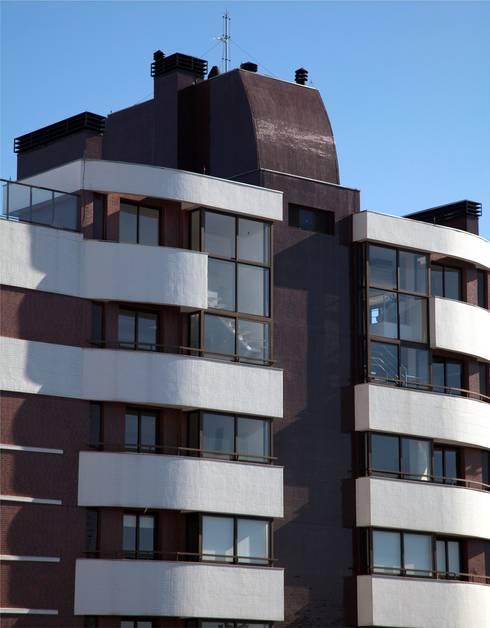 Fachada - Cobertura: Casas modernas por André Petracco Arquitetura