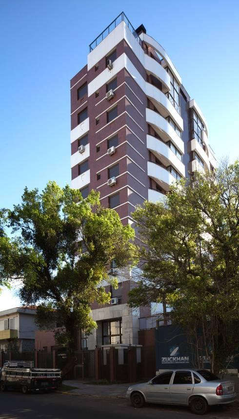 Fachada: Casas modernas por André Petracco Arquitetura