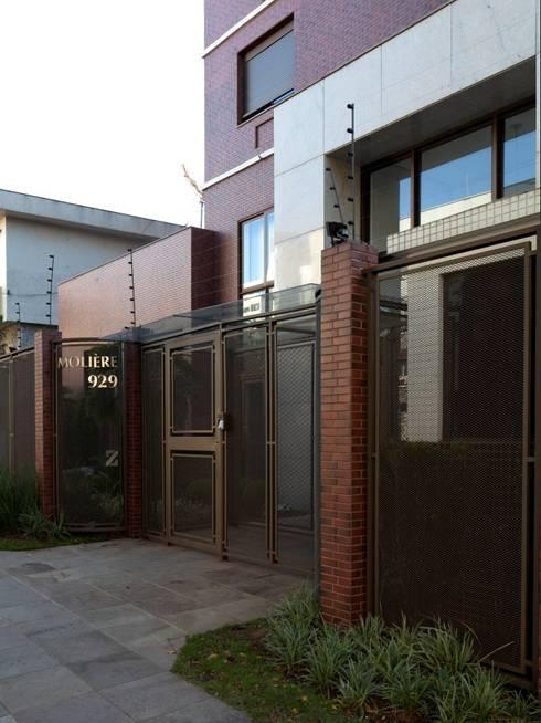 Fachada - Acesso: Casas modernas por André Petracco Arquitetura