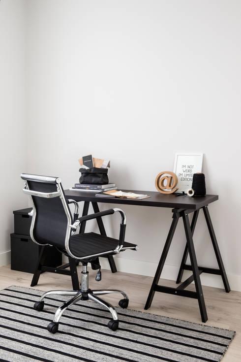 modern Study/office by Mariska Jagt Interior Design