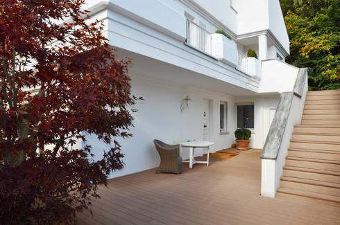 Modernes Haus Mit Großzügigen WPC Außenflächen