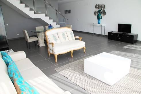 Villas Rocha 4: Salas de estar ecléticas por Atelier  Ana Leonor Rocha