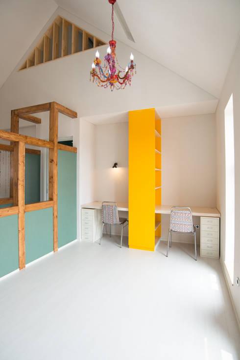 ห้องนั่งเล่น by 건축사사무소 재귀당