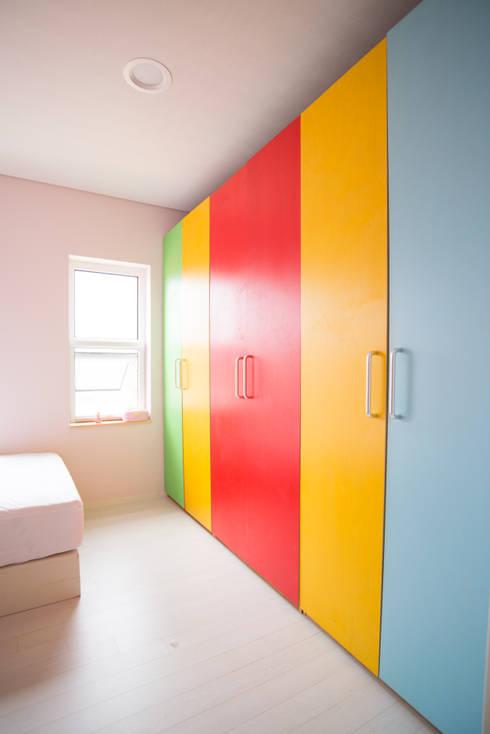 ห้องนอนเด็ก by 건축사사무소 재귀당