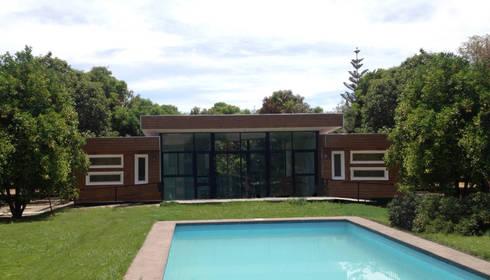 Fachada Principal: Casas de estilo moderno por Constructora CONOR Ltda - Arquitectura / Construcción