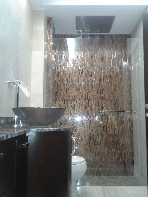 AREA DE DUCHA EN BAÑO PRINCIPAL: Baños de estilo  por CelyGarciArquitectos c.a.