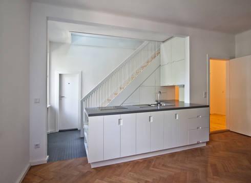 rebuilt kitchen & living area: modern Kitchen by brandt+simon architekten
