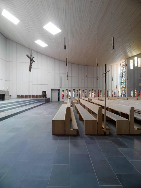 Kirche St. Konrad, Stuttgart:  Schulen von Heinrich Quirrenbach Naturstein Produktions- und Vertriebs GmbH