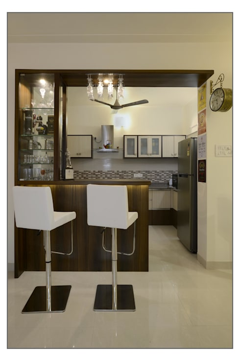 Residential Apartment on Bund Garden Road, Pune:  Dining room by Navmiti Designs