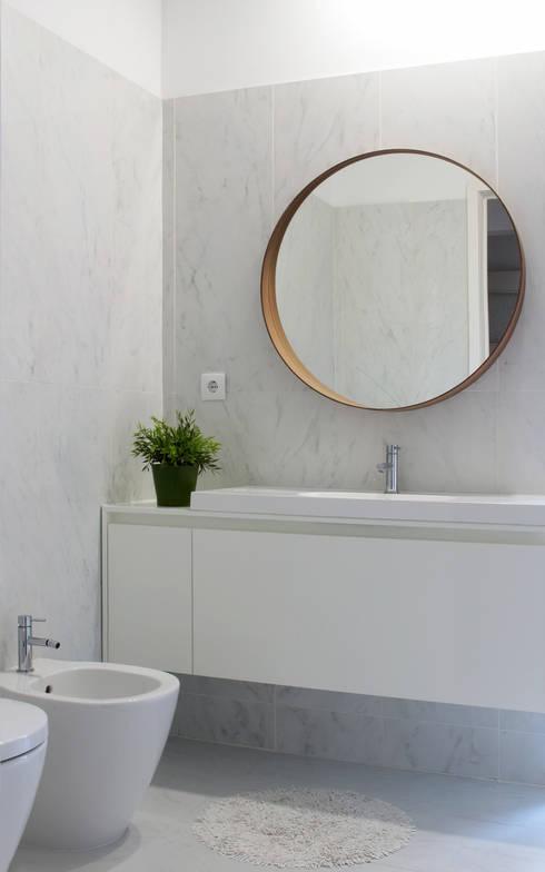 Casa rua Castro Matoso: Casas de banho  por Sónia Cruz - Arquitectura