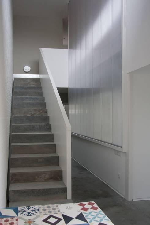 Corredores e halls de entrada  por Fernández Luna Oficina de Arquitectura SCP