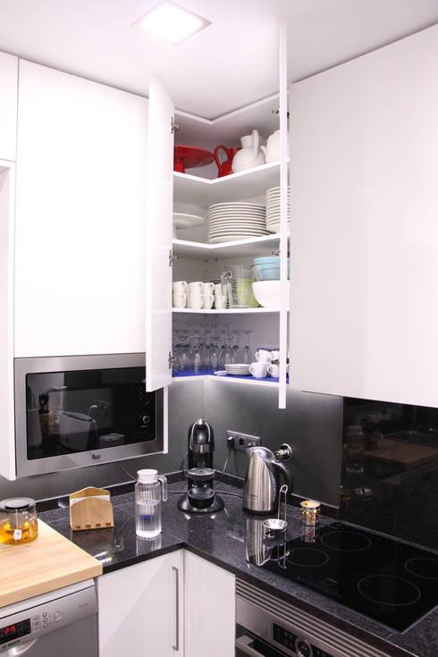 Depois  FC1: Cozinha  por Cozicentro Lda